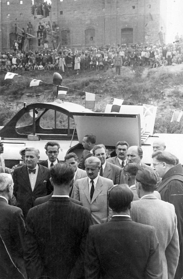1947-ben egy csongrádi hivatalos látogatáson (MaNDA)