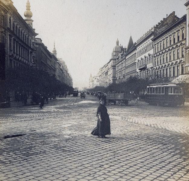 Járókelők a Lipót körúton - Magyar Ferences Könyvtár, CC BY