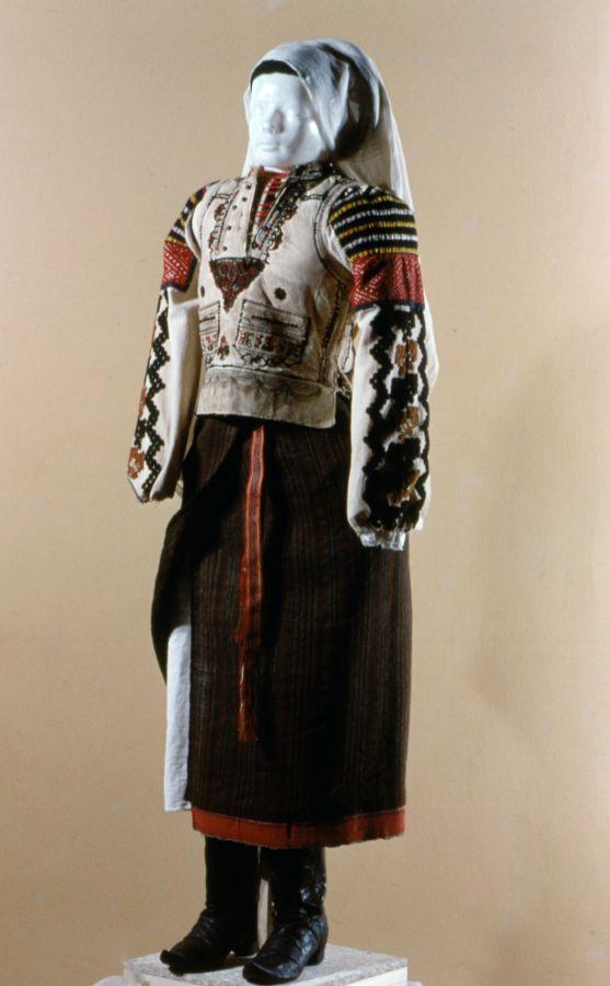 Csángó női viselet (MaNDA)