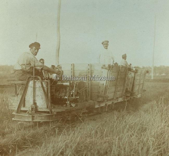 Kisvasúti szállítás Fenékpusztán (1919-1925 között) - Balatoni Múzeum, CC BY-NC-ND