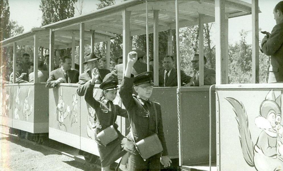 Kisvasút a Debreceni Vidámparkban (1960) - Nagyerdei Kultúrpark Nonprofit Kft., CC BY-NC-ND