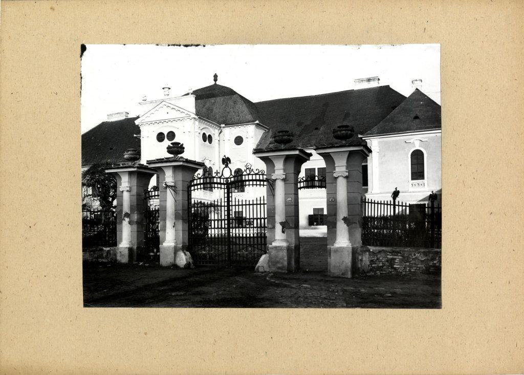 A vár tégláiból is került bele (MaNDA)
