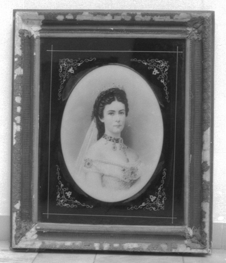 Erzsébet egy bekeretezett, sokszorosított fotográfiája (MaNDA)