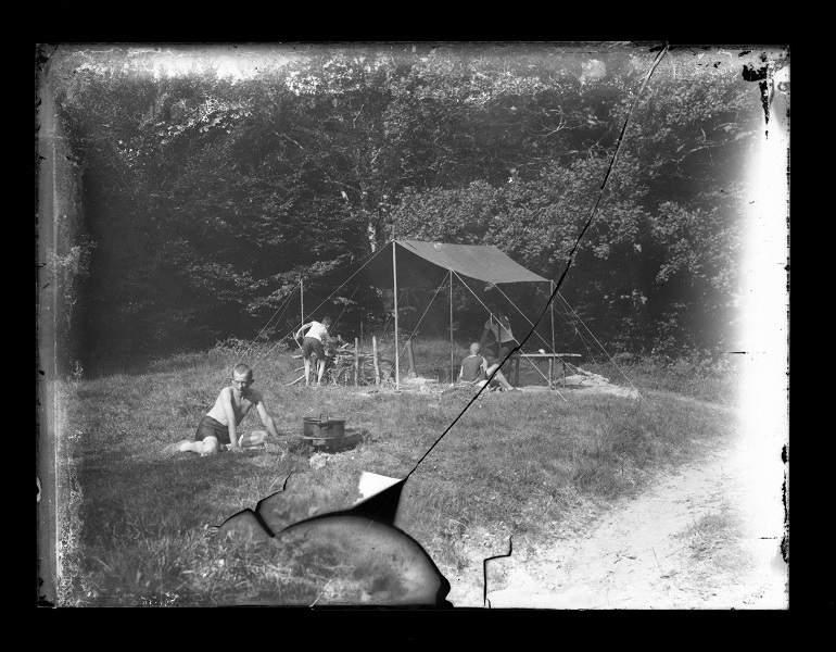 Kiránduló gyerekek, Steiner Szilárd üvegnegatívjai (1900-1920) - Kuny Domokos Múzeum, CC BY