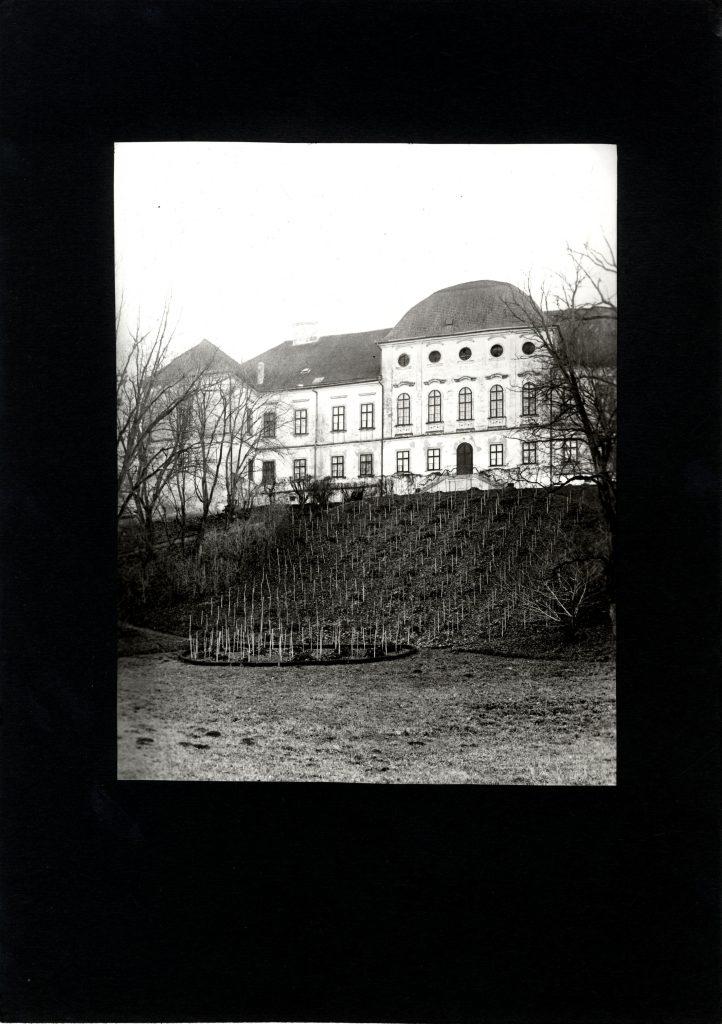 A Forgách-kastély Révhelyi Elemér fotóján (MaNDA)