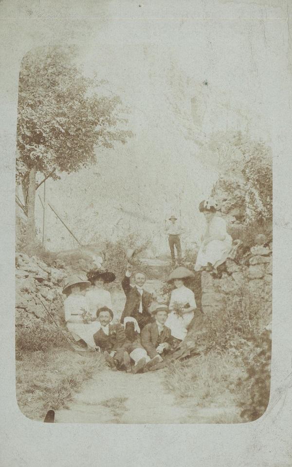 Vidám társaság kirándulása (századelő) - Déri Múzeum, CC BY
