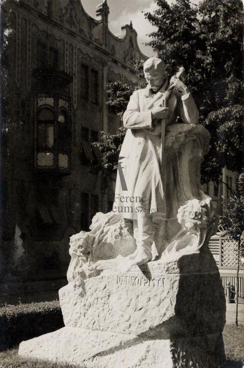 Dankó Pista szobra Szegeden, képeslap - Móra Ferenc Múzeum, Minden jog fenntartva