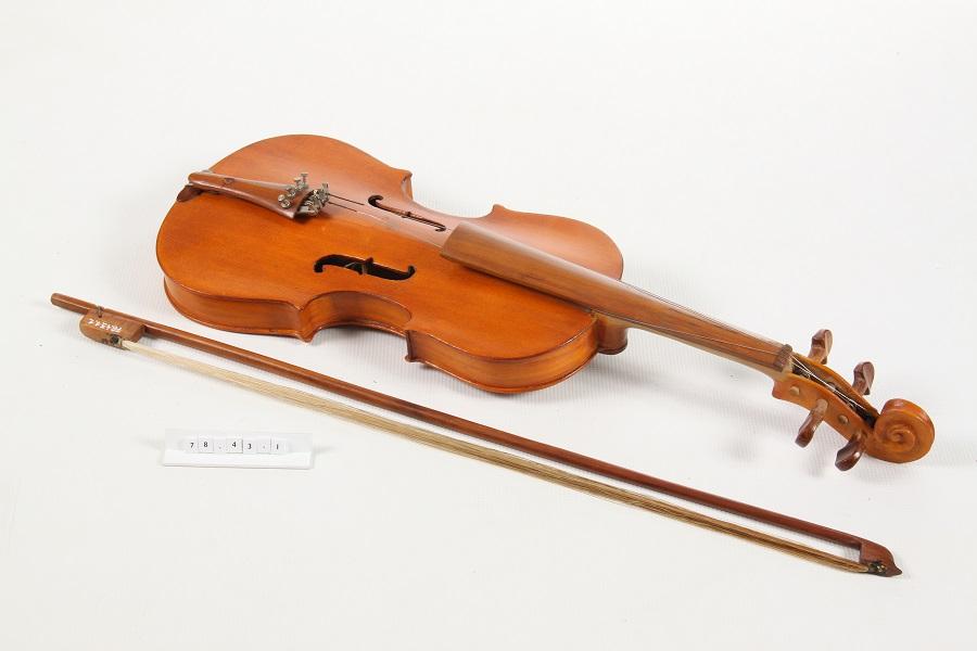 Vincze János készítette hegedű (1978) - Rippl Rónai Megyei Hatókörű Városi Múzeum, CC BY