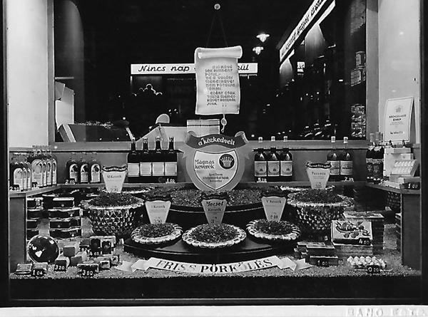 A soproni Meinl üzlet kirakata - Magyar Kereskedelmi és Vendéglátóipari Múzeum, CC BY-NC-ND