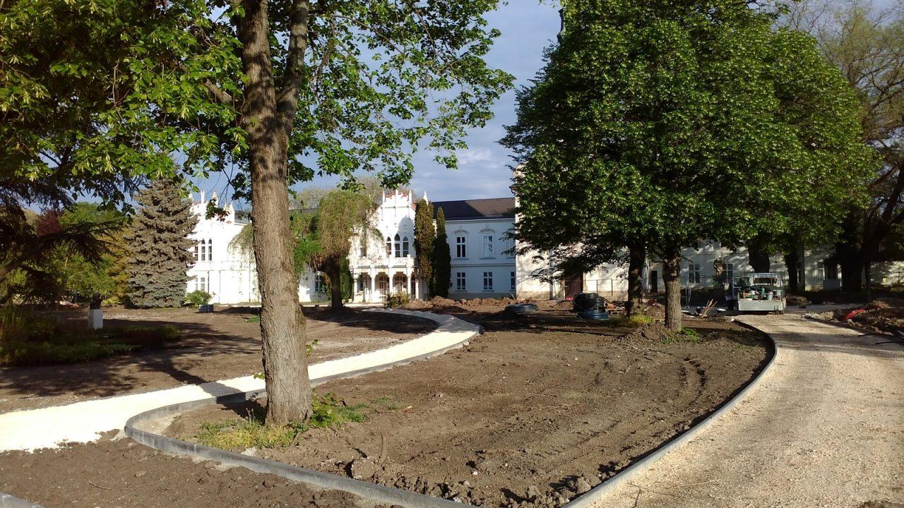 Megújult a Brunszvik-kert