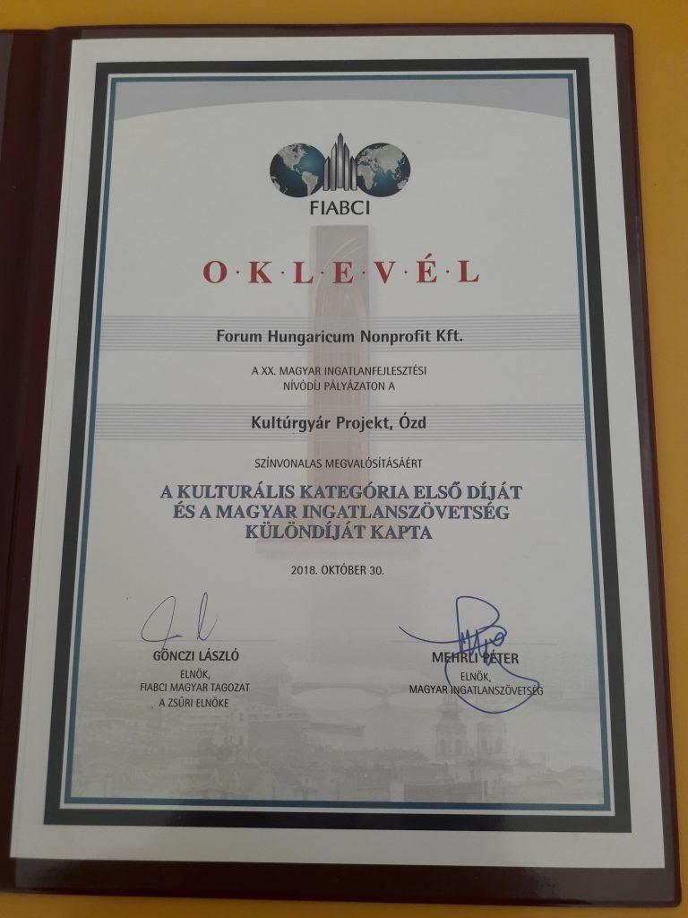 A kulturális kategória első díjának és a Magyar Ingatlanszövetség különdíjának oklevele