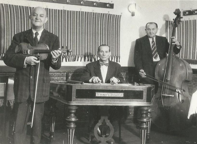 Vendéglői népi zenekar (1950-es évek eleje) - Magyar Kereskedelmi és Vendéglátóipari Múzeum, CC BY-NC-ND