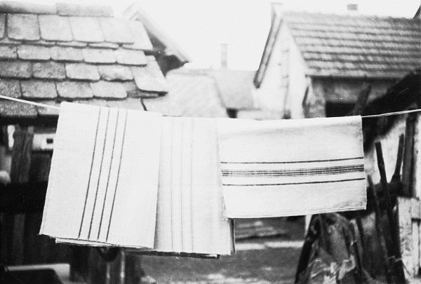 Törölközők. Századelején készültek, házi kenderfonalból. Samovcsán Katalin /sz.1892/ stafirungjából való. - Rippl-Rónai Megyei Hatókörű Városi Múzeum, CC BY