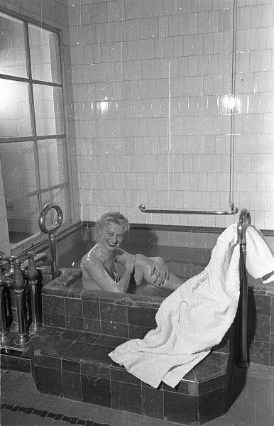Kádfürdőzés a Gellértben - Fortepan, CC BY-SA