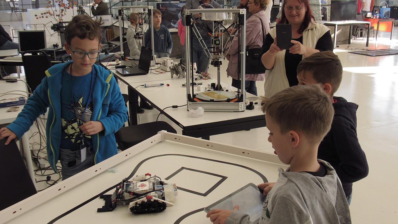Drónokkal, robotokkal és quadcopterekkel varázsolt a III. Digitális Napok