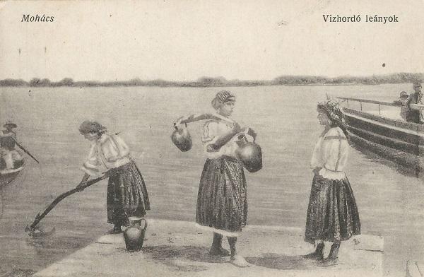 Mohácsi vízhordó leányok az 1910-es évekből - Csorba Győző Könyvtár - Pécs, PDM