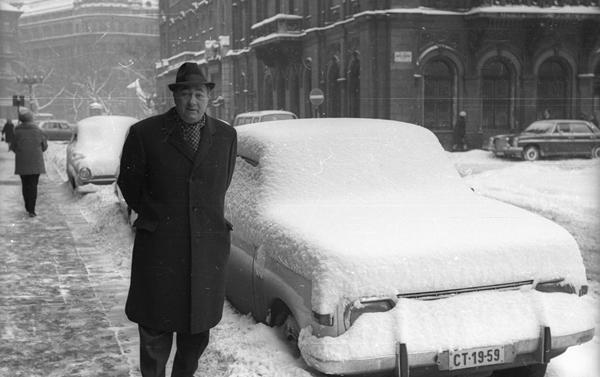 Havas utcakép idősebb úrral - Fortepan, CC BY-SA