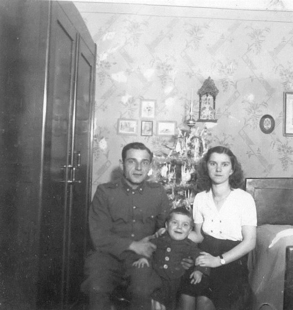 Lakat Ferenc és családja karácsonykor (1941-1942) - Gróf Esterházy Károly Múzeum, Pápa, CC BY-NC-ND