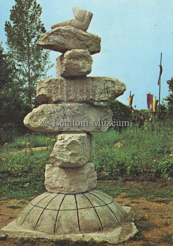 Verőce Expressz ifjúsági tábor, emlékmű - Balatoni Múzeum, CC BY-NC-ND