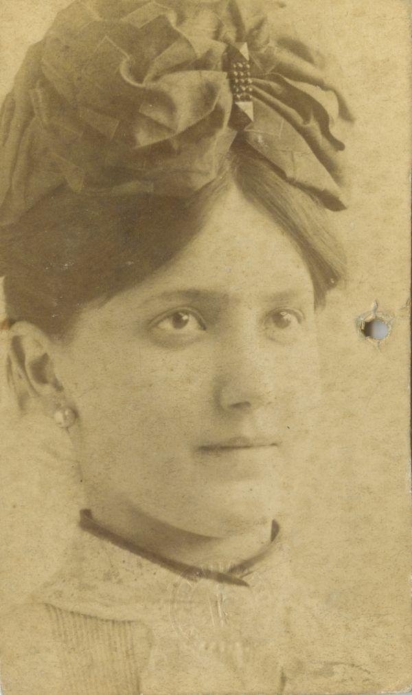 Lukács Júlia korcsolyaegyleti igazolványképe - Déri Múzeum, CC BY