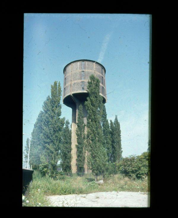 Vasúti víztorony - Verseghy Ferenc Könyvtár és Közművelődési Intézmény, CC BY-NC-ND