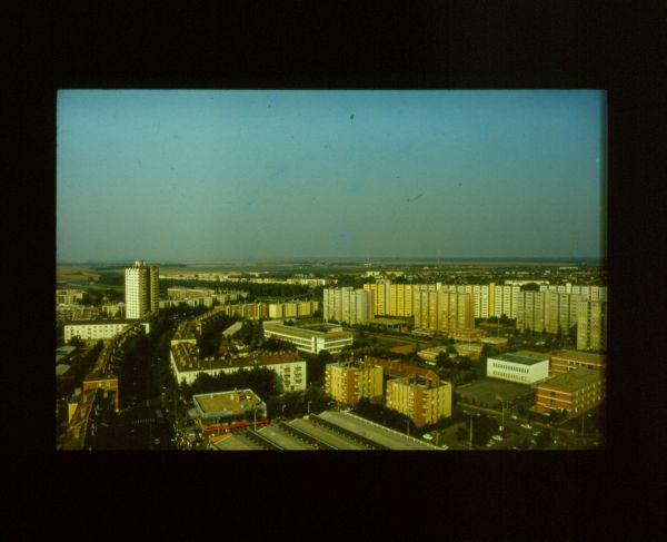 Szolnok, toronyház - Verseghy Ferenc Könyvtár és Közművelődési Intézmény, CC BY-NC-ND
