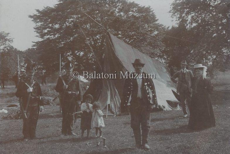 Csendőrök és cigányok - Balatoni Múzeum, CC BY-NC-ND