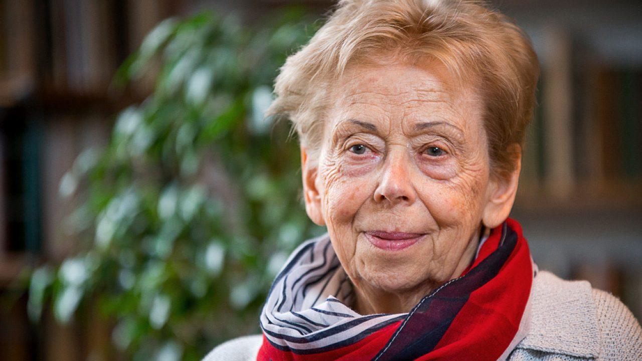 A nagydíjat Takács Zsuzsa költő, műfordító, prózaíró kapja