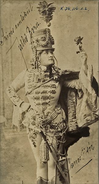 Felhő Rózsi énekesnő János vitéz jelmezében - Déri Múzeum, CC BY