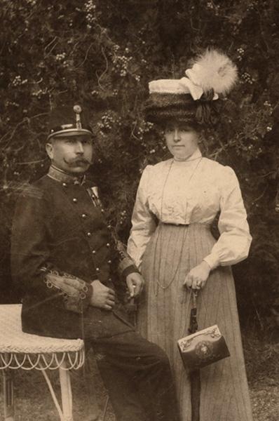 Bajuszos katona, feleségével - Városi Képtár Deák Gyűjtemény Székesfehérvár, CC BY-NC-ND