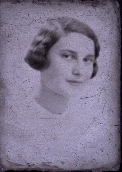 Nő portréja - Együd Árpád Kulturális Központ, CNE