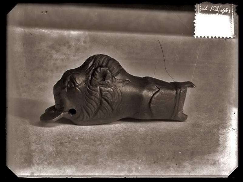 Oroszlánfejes római kori kulcs - Szent István Király Múzeum, CC BY-NC-ND