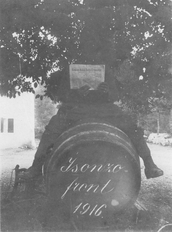 Hazai újság a fronton - Thorma János Múzeum, CC BY-NC-ND