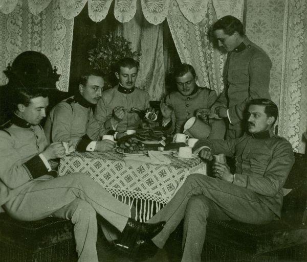 Katonatisztek csoportja - Thorma János Múzeum, CC BY-NC-ND