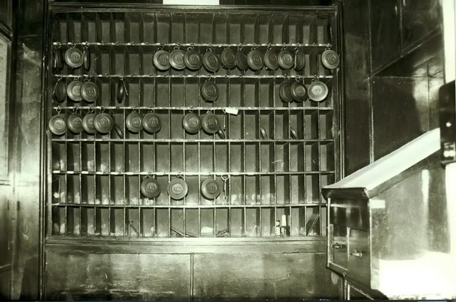Szállodai kulcsszekrény, kulcsokkal - Magyar Kereskedelmi és Vendéglátóipari Múzeum - Budapest, CC BY-NC-ND