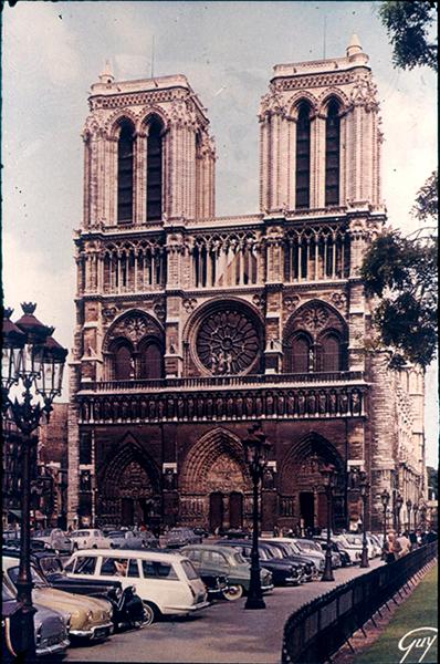 Notre-Dame székesegyház, parkoló autókkal - Kuny Domokos Múzeum, CC BY