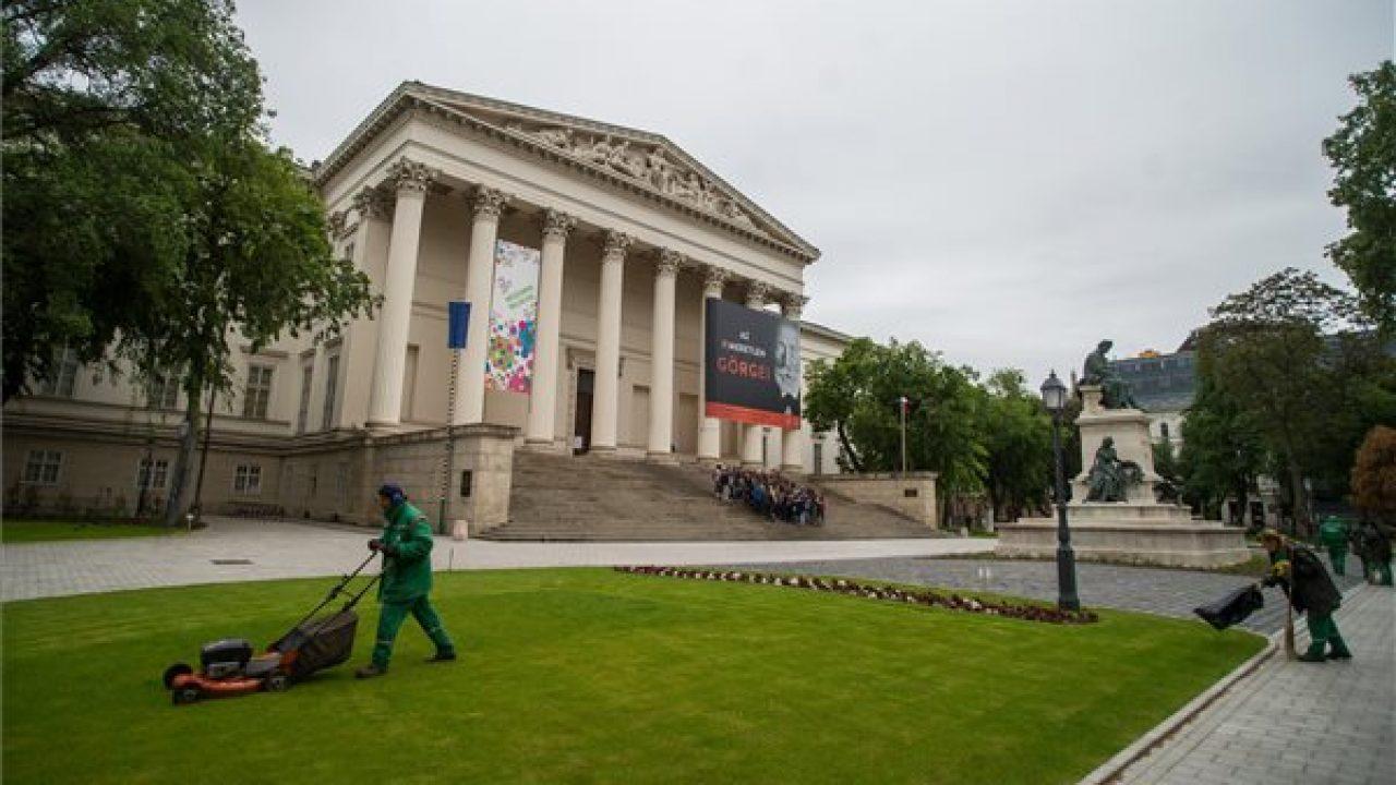 Majális a megújult múzeumkertben