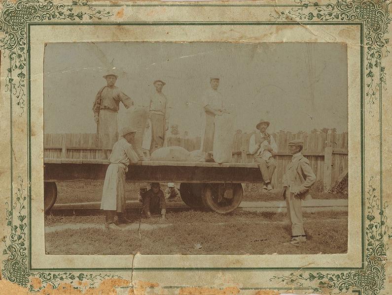 Malomipari munkások és felügyelők - Gömöri Múzeum; Putnok, CC BY-NC-ND