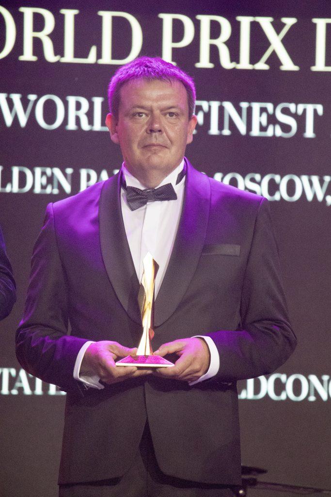 Lovas Lajos a Forum Hungaricum Nonprofit Kft. ügyvezető igazgatója a FIABCI World Prix d'Excellence díjjal