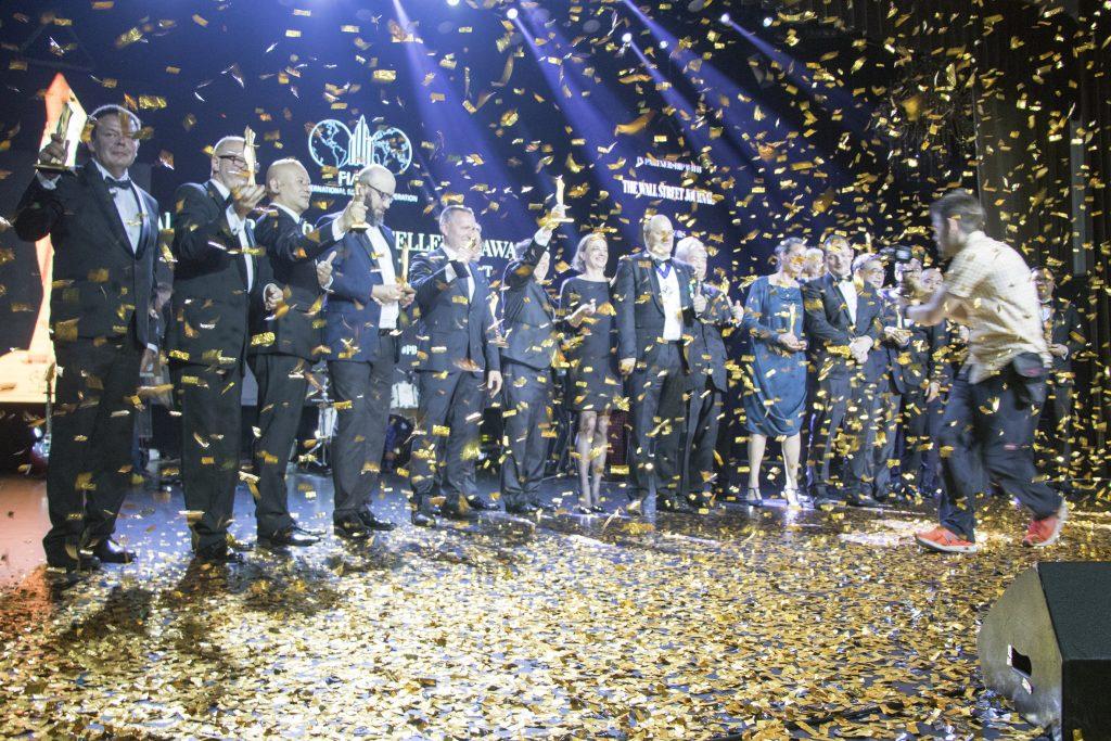 A FIABCI World Prix d'Excellence díjazottjai a színpadon