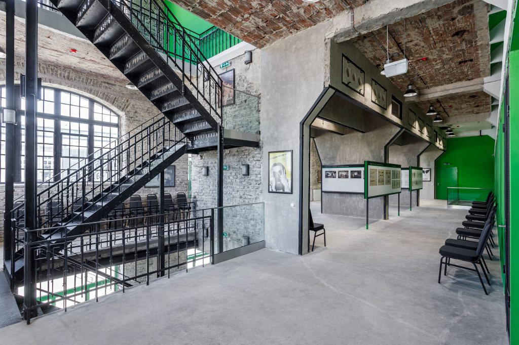 A Nemzeti Filmtörténeti Élménypark első emeletén kapott helyet a jelmez- és viselettörténeti kiállítás