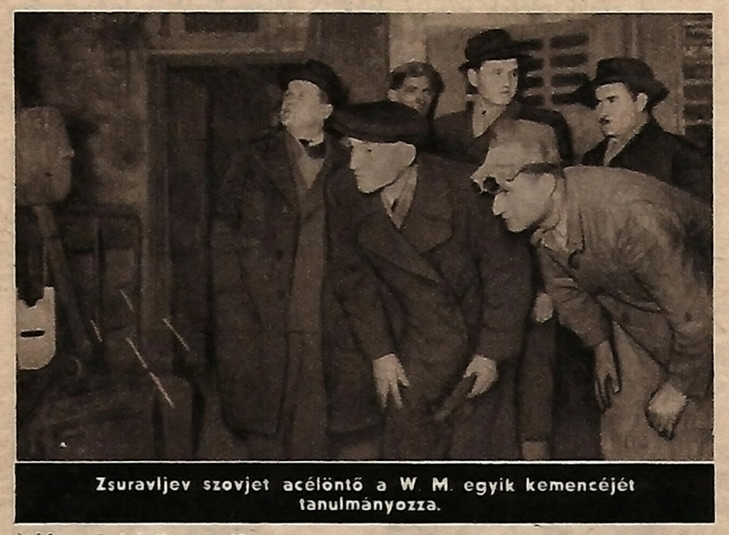 Zsuravljev egy magyar acélöntő kemencét tanulmányoz - Damjanich János Múzeum, CC BY-NC-ND