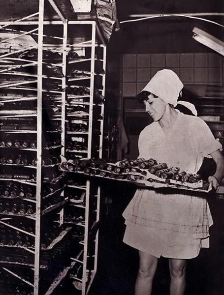Munka közben a MÁV utasellátójában - Magyar Kereskedelmi és Vendéglátóipari Múzeum, CC BY-NC-ND