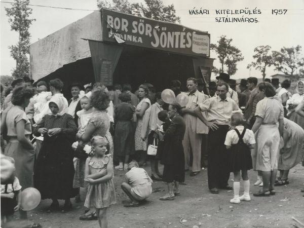 Vásári kitelepülés, Sztálinváros, 1957 - MKVM, CC BY-NC-ND