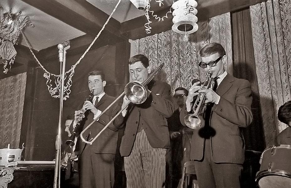 A zenét egy jazz-zenekar szolgáltatja - Fortepan, CC BY-SA