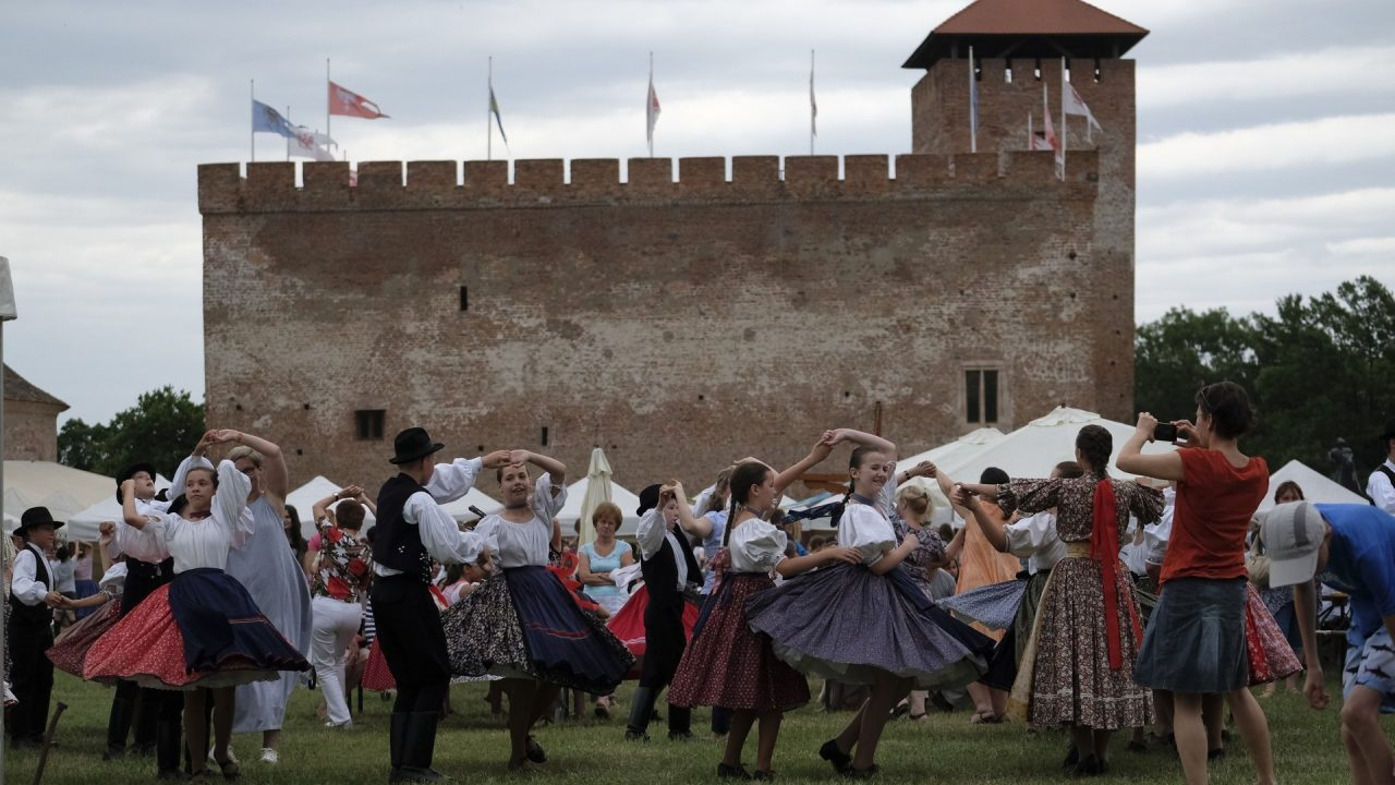 Sokadalom és Várszínház: indul a gyulai nyár