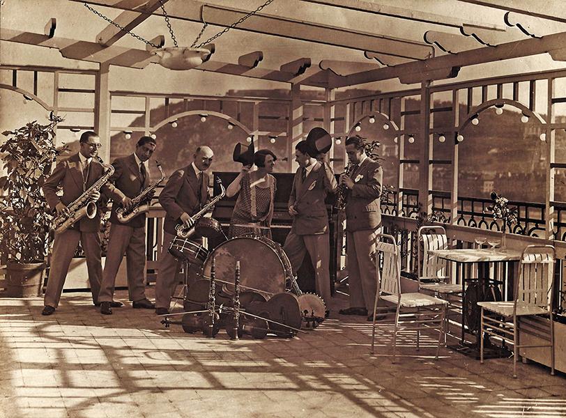 Batzmann jazz zenekar a Ritz Szálló teraszán - Magyar Kereskedelmi és Vendéglátóipari Múzeum, CC BY-NC-ND
