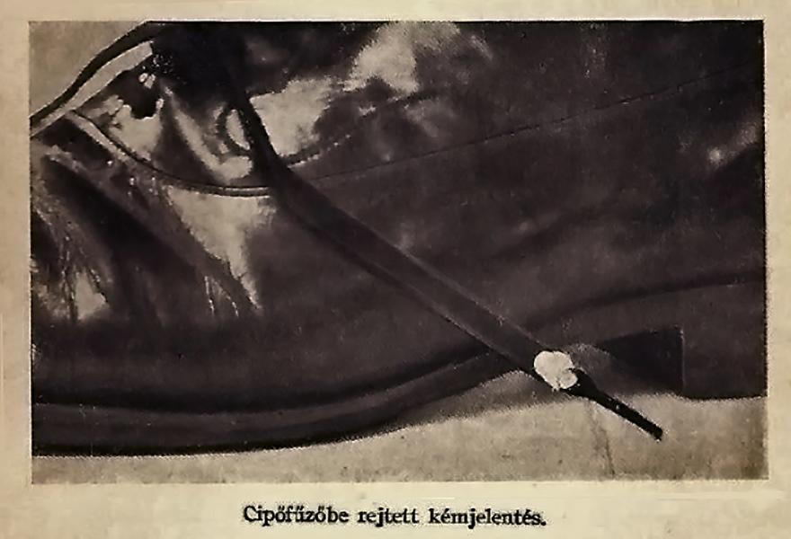 Cipőfűzőbe rejtett kémjelentés - Damjanich János Múzeum, CC BY-NC-ND