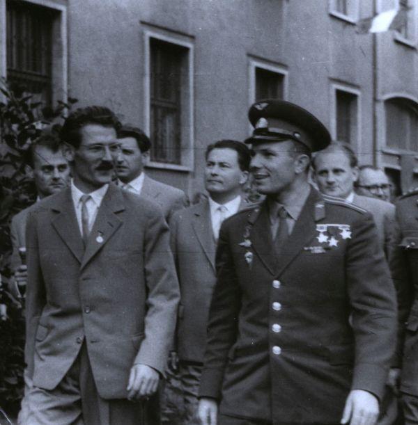 Gagarin látogatása Komlóra - Csorba Győző Könyvtár - Pécs, CC BY-NC