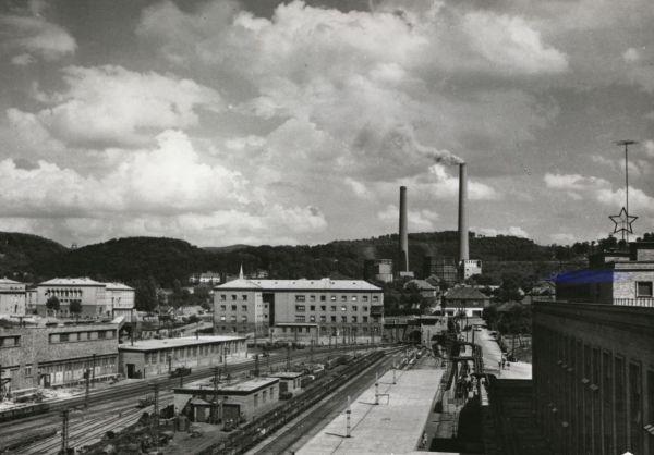 Komlói külszíni csillepályaudvar - Csorba Győző Könyvtár - Pécs, CC BY-NC